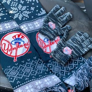 NY Yankees knit scarf and matching gloves